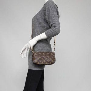 Louis Vuitton Bags - Auth Louis Vuitton Pochette Monogram Crossbody Bag